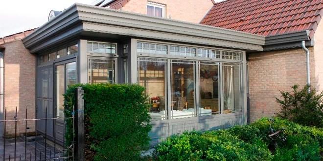 blog-moet-ik-kiezen-voor-een-glazen-dak-of-een-dicht-dak-voor-mijn-veranda