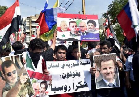 إجبار مدنيين سوريين على المشاركة في مسيرة مؤيدة للنظام
