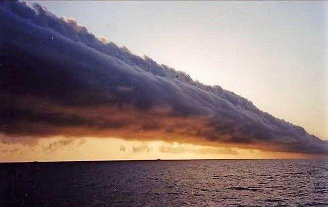 В Геническом районе произошел фантастический природный феномен над морем. ВИДЕО