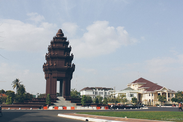independance monument phnom penh