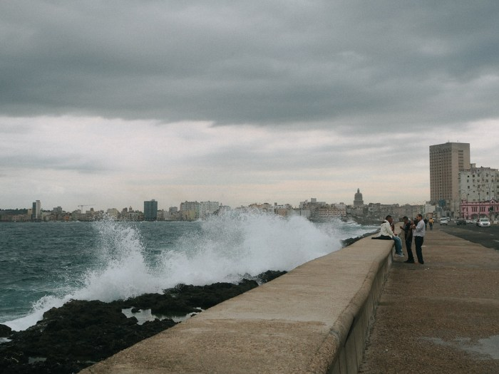 vedado malecon vague