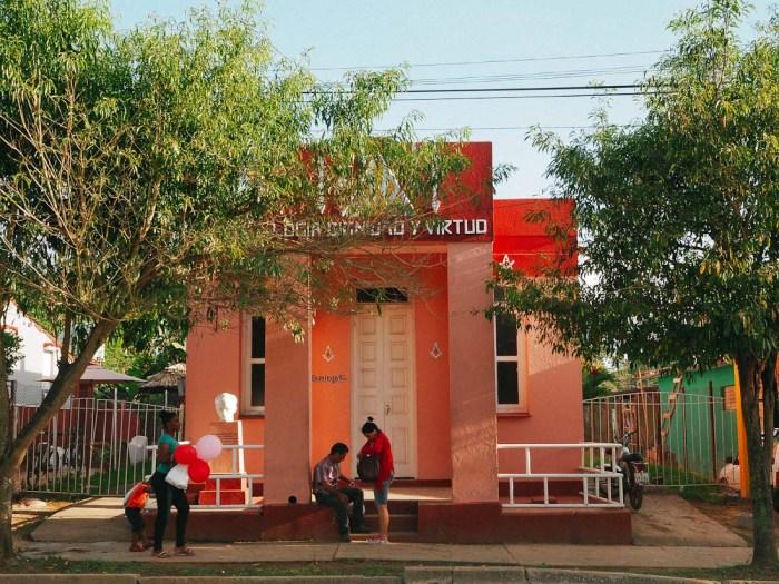 maison colorée à vinales cuba