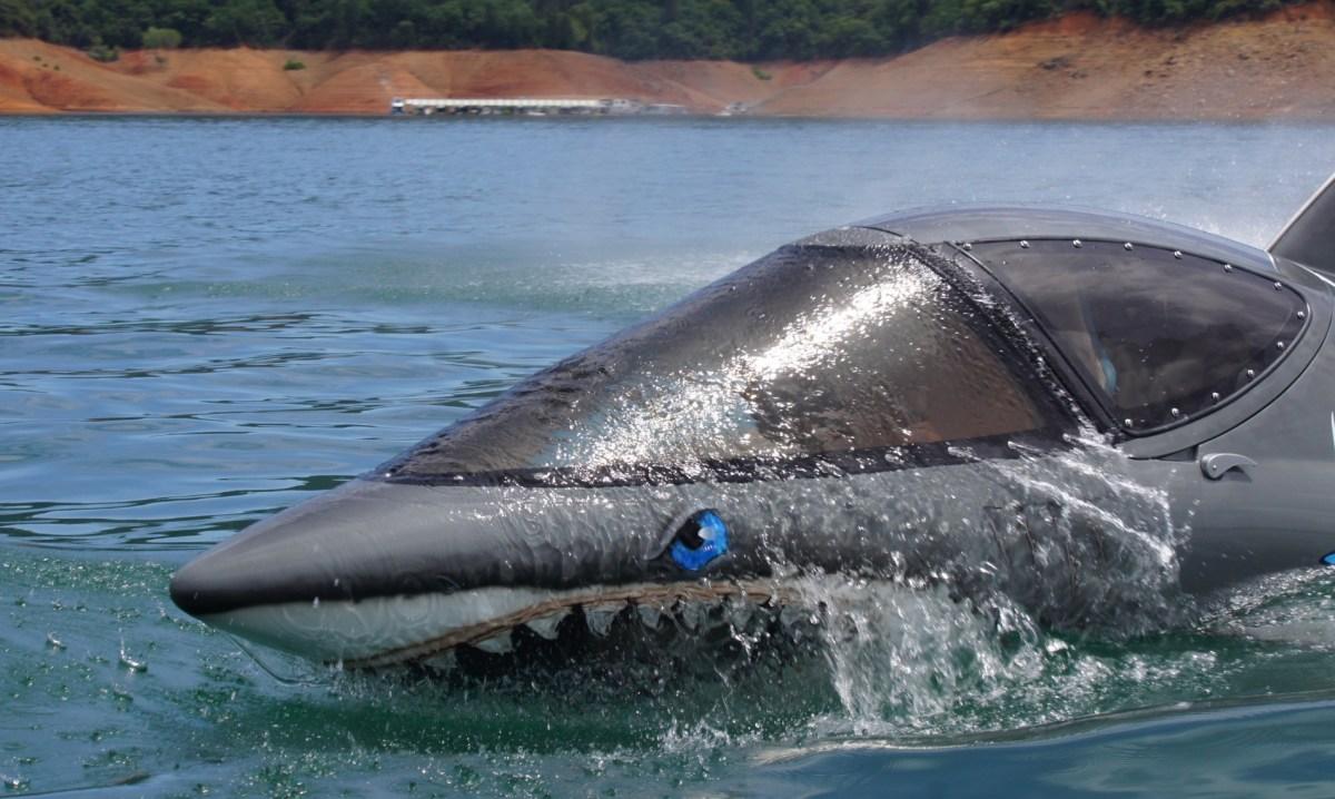 Sea-breacher-water-sport-outdoor-dolphin-electric-motor-jet-engine-techsparadise