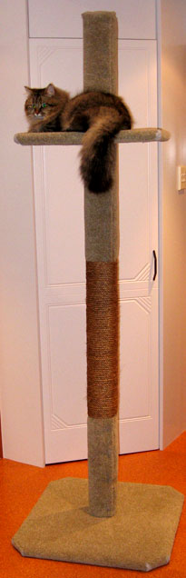 2m tall Super Scratcher Deluxe climbing post