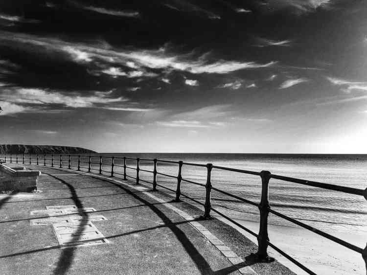 Filey Promenade, Bay View - Landscape