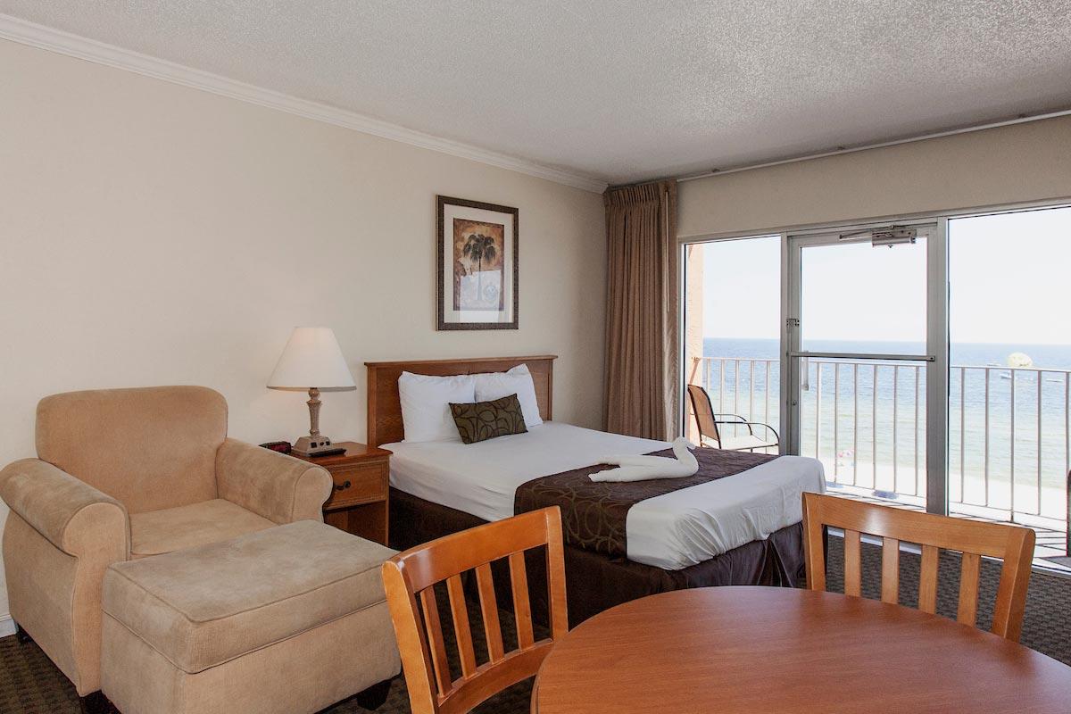 two room suites on panama city beach