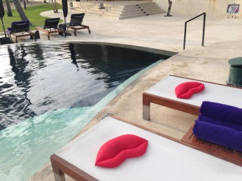 WHotel poolside
