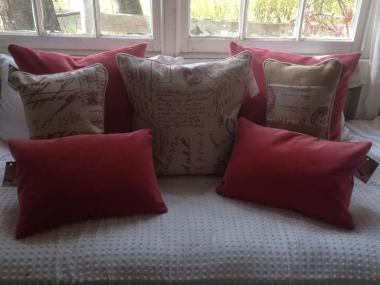 LOVE LOVE LOVE the Pinks, Canvas and Burlap