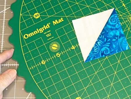 Quilting Essentials: Omnigrid Rotating Cutting Mat Review