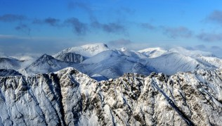 aonach-eagach-ben-nevis-scotland-winter-mountaineering