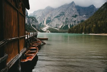 lake-braies-and-the-dolomites-italy-15