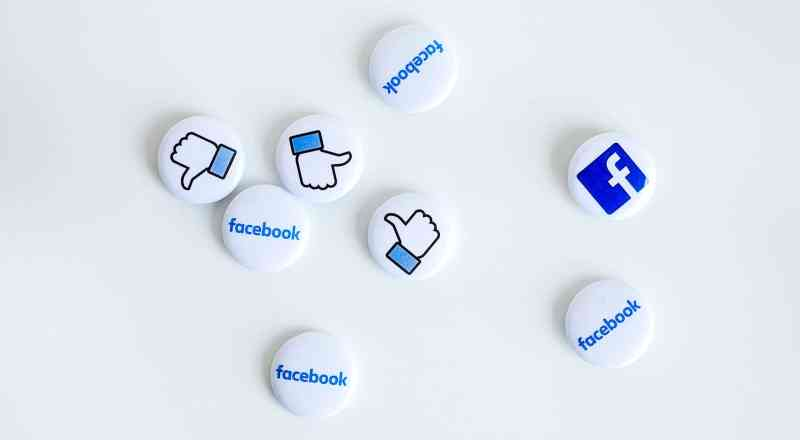 Facebook buttons (neonbrand / unsplash)