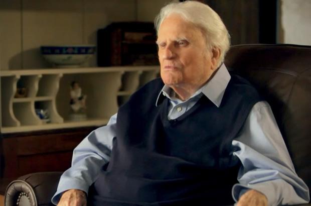Billy Graham precisa de orações, diz Franklin Graham