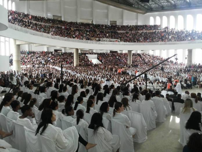 Assembleia de Deus em São Paulo batiza 4.573 novos crentes