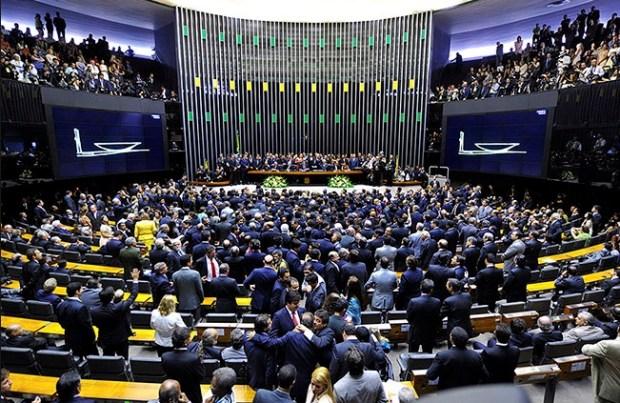 Maioria dos Deputados Federais na Câmara é de cristãos confessos