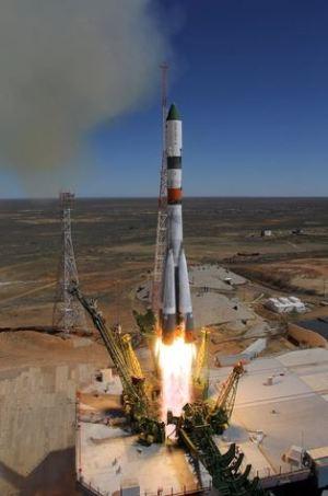 Nave russa descontrolada começa a cair em direção à Terra