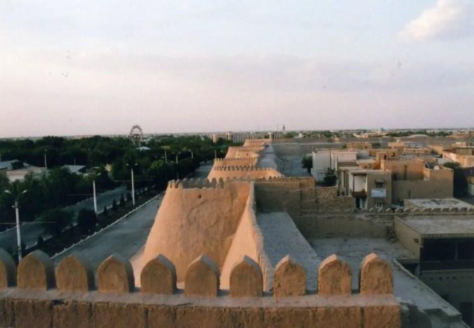 アクシェイフ・ババの見張り台から眺めるイチャン・カラの夕景