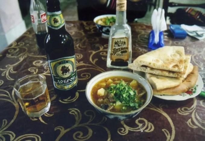 ラグマンとビールで夕食【ウズベキスタン(ヒヴァ)】