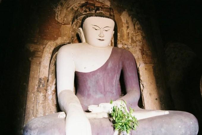 名前のわからないパヤーの仏像 【バガン遺跡】【ミャンマー(バガン)】