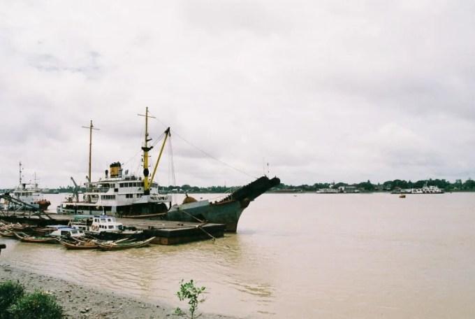 港から渡し船で対岸へと渡ってみる 【ヤンゴン】
