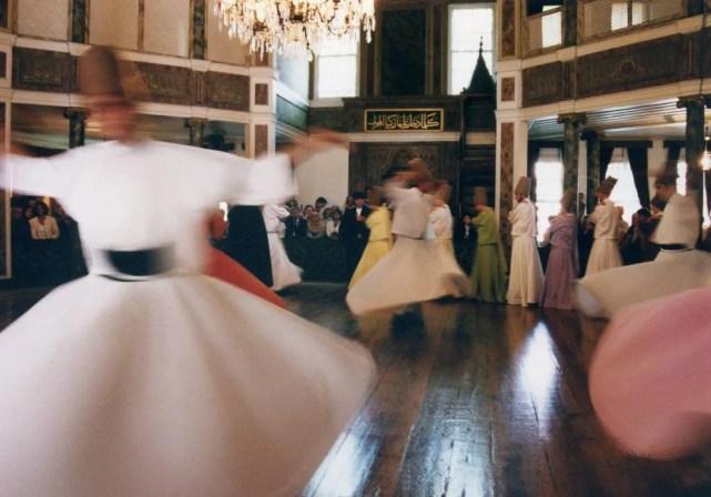 メヴラーナ旋回舞踊