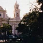 コロニアルな建物が並ぶ明るい街。アルゼンチン北部「サルタ」の町【アルゼンチン】