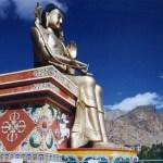 びっくり!青空の下で微笑む巨大弥勒菩薩と、鬼の形相の男女交合図「リキール・ゴンパ」【インド・ラダック地方】