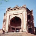 アグラの見どころ「ファティープル・シークリー」と「スィカンドラー」と「アグラ城」【インド】