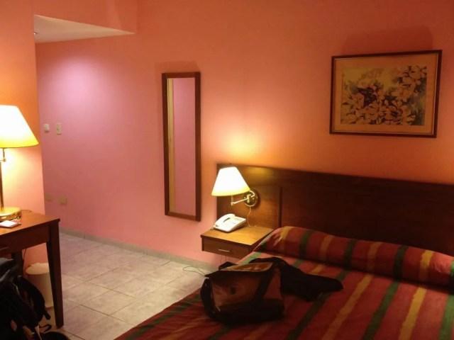 ハバナ到着、新市街のホテル・ベダードの部屋 【キューバ Cuba】