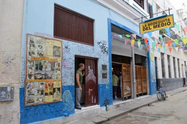 ヘミングウェイ行きつけのバー、モヒートが有名。ラ・ボデギータ・デル・メディオ、ハバナ旧市街 【キューバ Cuba】