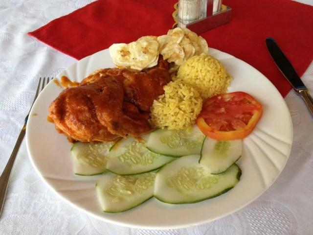 マナカ・イスナガでの食事 【キューバ Cuba】