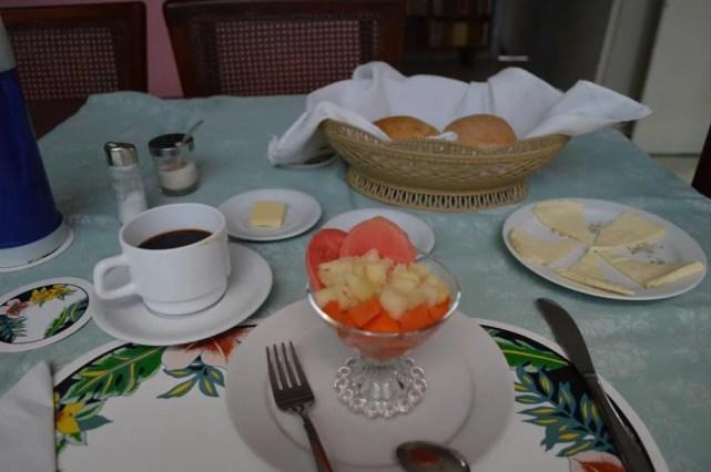 サンティアゴ・デ・クーバのカサ(民宿)の朝食 【キューバ Cuba】