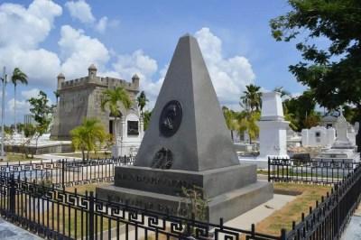 ラム酒のバカルディの墓、サンタ・イフィヘニア墓地、サンティアゴ・デ・クーバの風景 【キューバ Cuba】