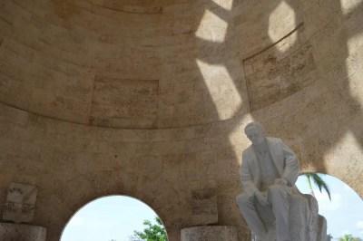 建国の父ホセ・マルティの墓、サンタ・イフィヘニア墓地、サンティアゴ・デ・クーバの風景 【キューバ Cuba】