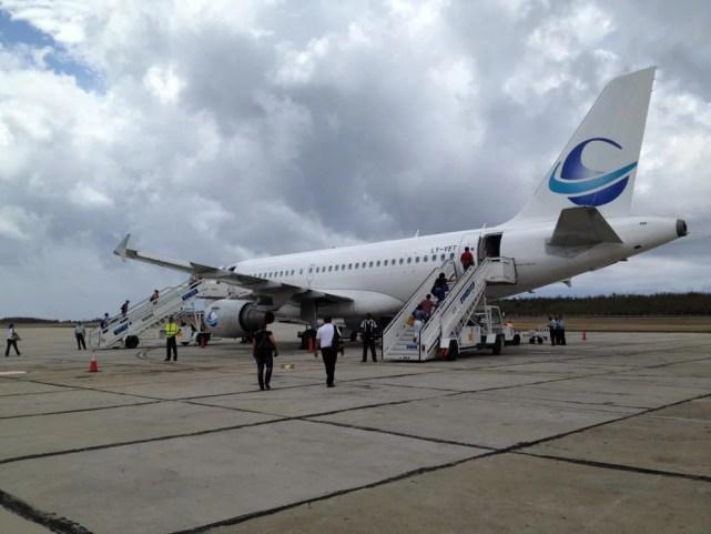 サンティアゴ・デ・クーバから飛行機でハバナへ 【キューバ Cuba】
