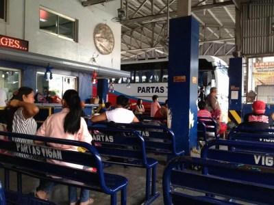 フィリピン、ビガン。ビガンのバスターミナル、バギオへ。