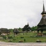 モミの木造りのとんがり屋根、マラムレシュ地方の木造教会(世界遺産)【ルーマニア】