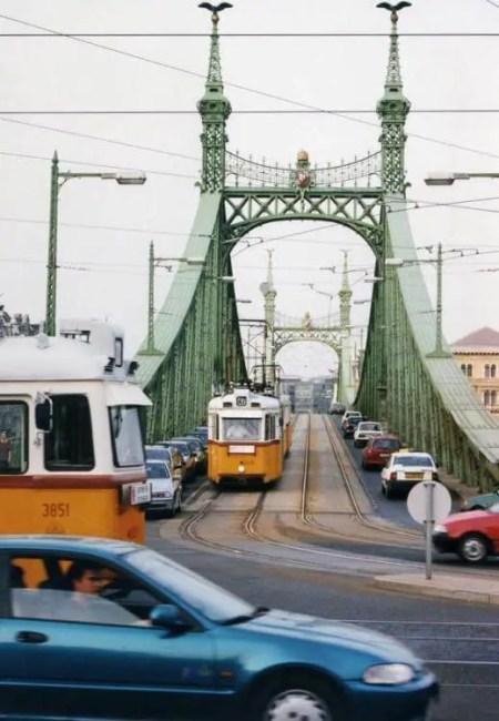 ブダペストのトラムは黄色と白のツートンカラー 【ハンガリー】