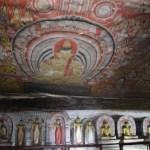 ダンブッラの石窟寺院で黄金仏像と鮮やかな壁画を見る【スリランカ】