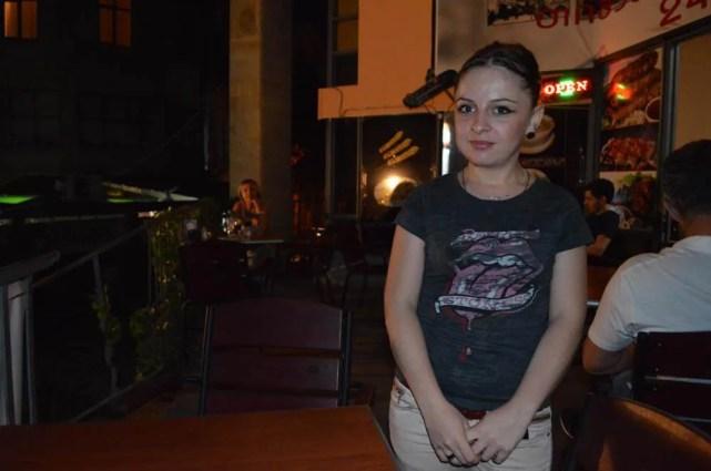 トビリシ、コテ・アブハズィ通りのレストランの女の子【ジョージア(グルジア)Georgia:საქართველო】