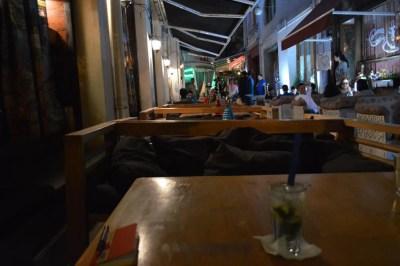 トビリシ、ゴルガサリ広場の水タバコバーが並ぶ界隈、モヒートを飲む【ジョージア(グルジア)Georgia:საქართველო】