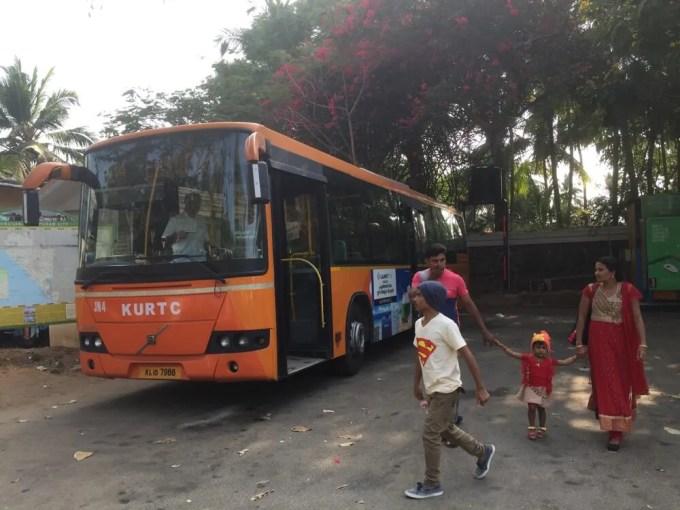 バスでコヴァーラムへ(南インド・ケララ州7)