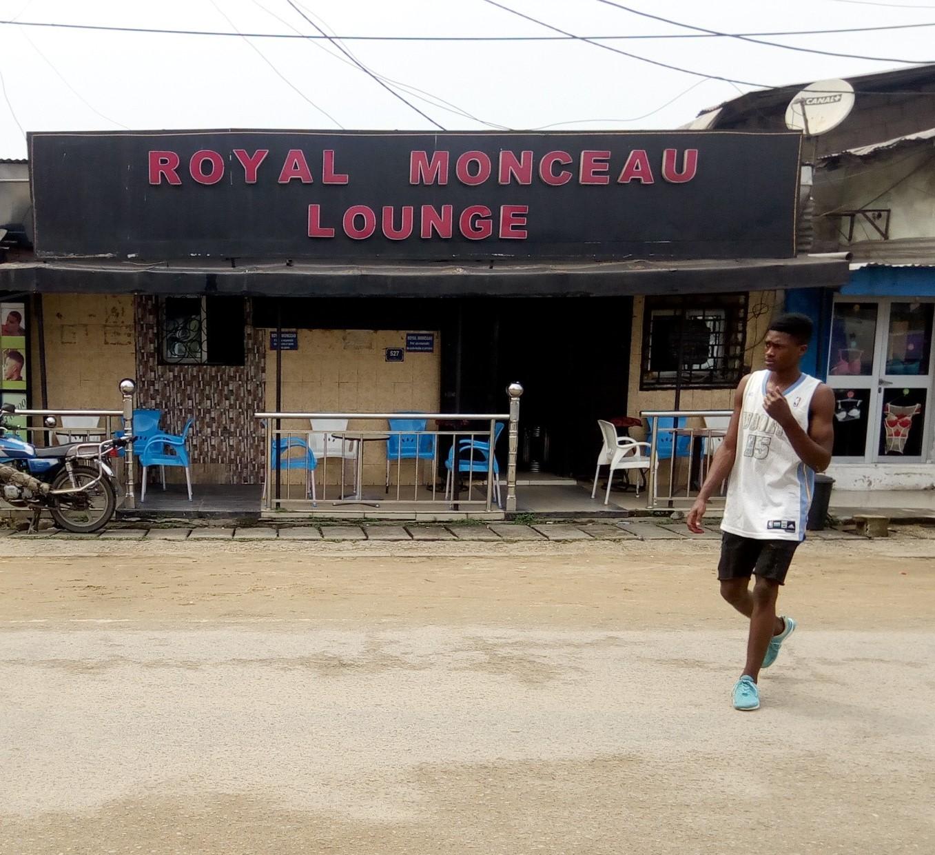 ROYAL MONCEAU LOUNGE Akwa L01