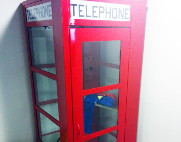 google-telephone-booth-superman-suit-1396789913