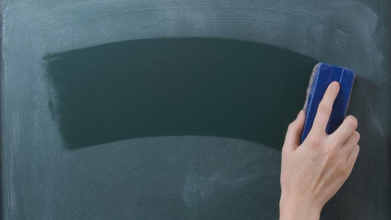 erase-chalkboard-school-rtbf-ss-1920