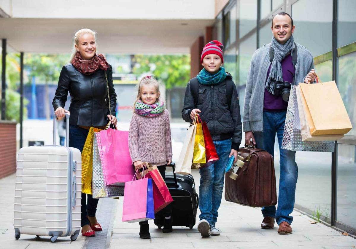 family-travel-journey-shopping-ss-1920