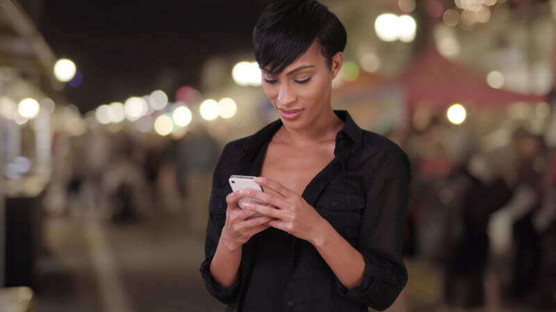 woman-mobile-local-shopping-ss-1920-800x450 Survey: 82 percent of smartphone shoppers conduct 'near me' searches