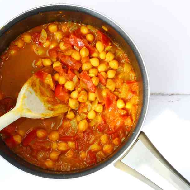 These spicy chickpeas are also known as sour chickpeas and katte chhole