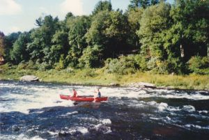 paddlesports_Canoeing_the_rapids