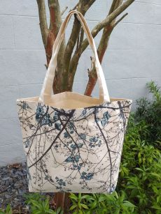 AFT818B Classic Tote Natural Photos Silk Screen